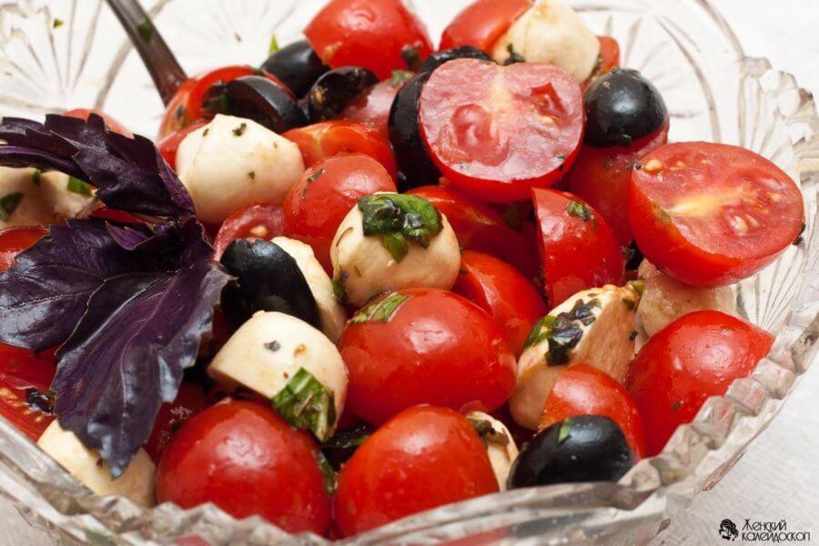 Салат из помидоров с горчичной заправкой