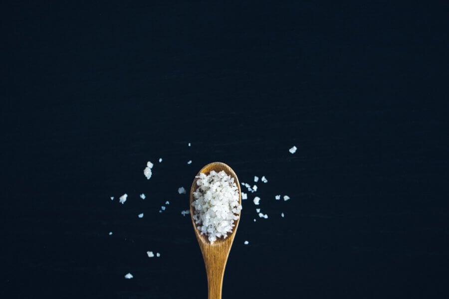 Как соль влияет на похудение. Нужно ли ее исключать?