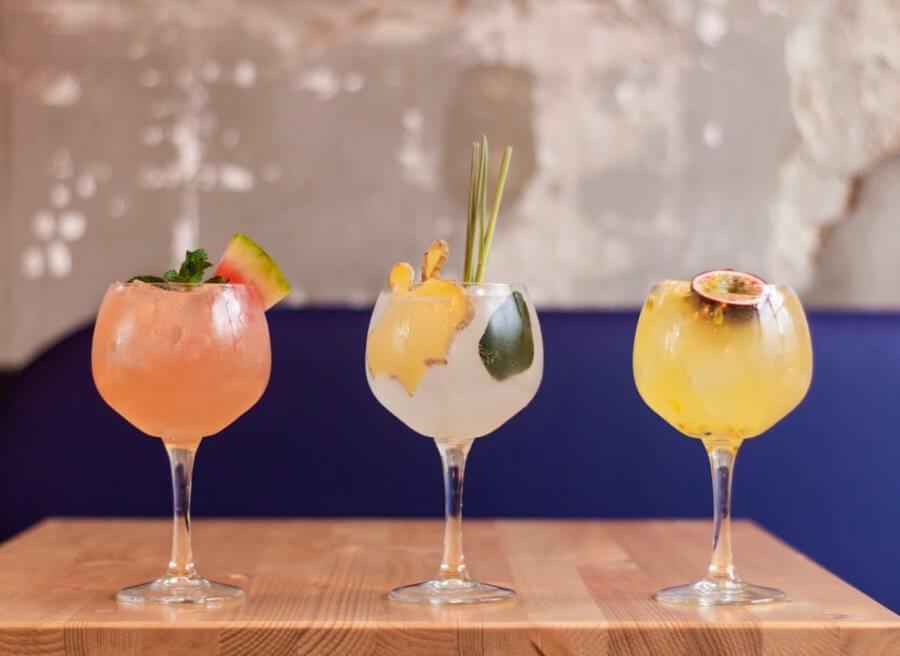 Алкогольные напитки и высококалорийные коктейли - это то, от чего следует отказаться!
