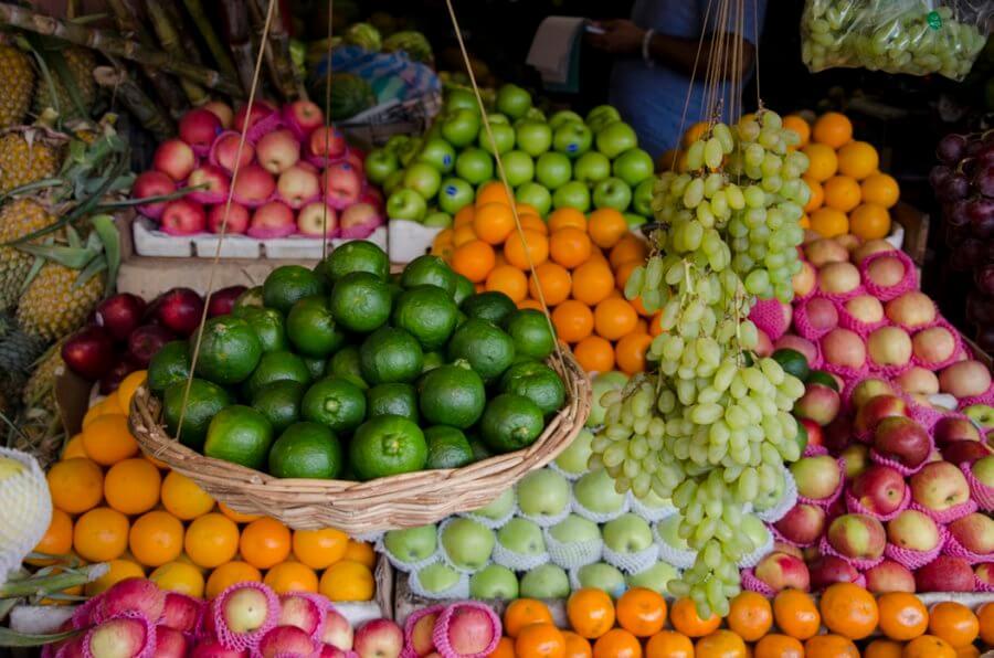 Включите в свой рацион сезонные фрукты и овощи