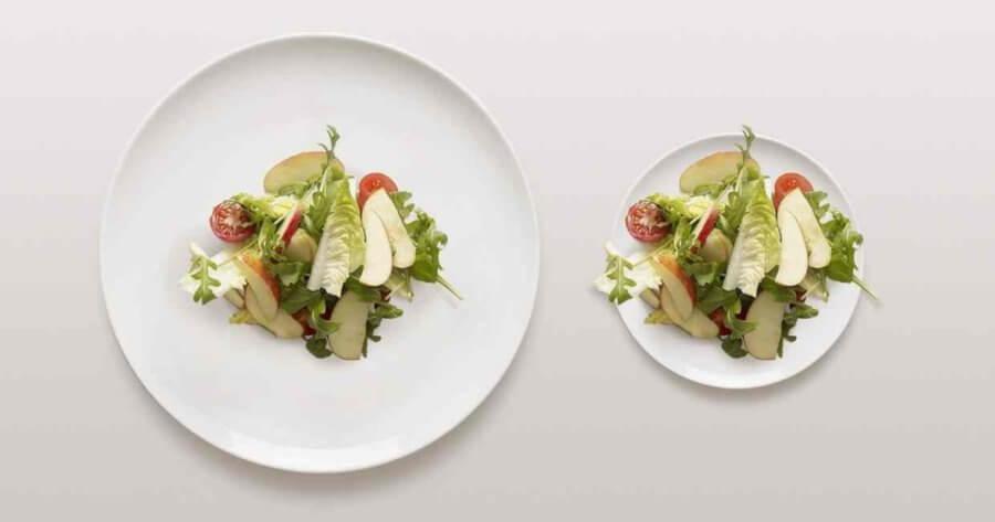 Смените тарелку на размер меньше, так вы будете съедать гораздо меньше.