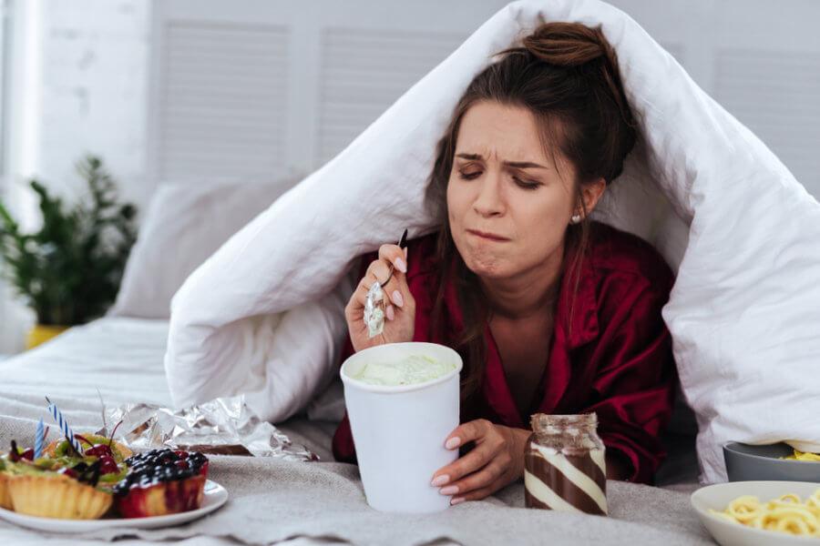 Питание по эмоциональному голоду приводит к набору веса