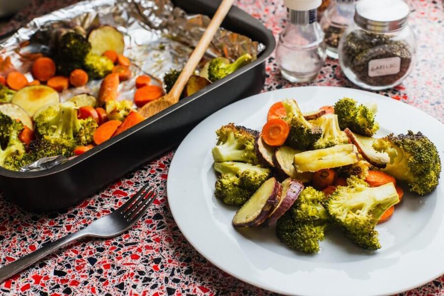 Брокколи можно есть в сыром, отварном, запеченном и жареном виде